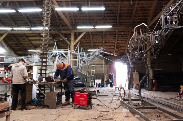Fabrication de dinosaures géants Dinomachine